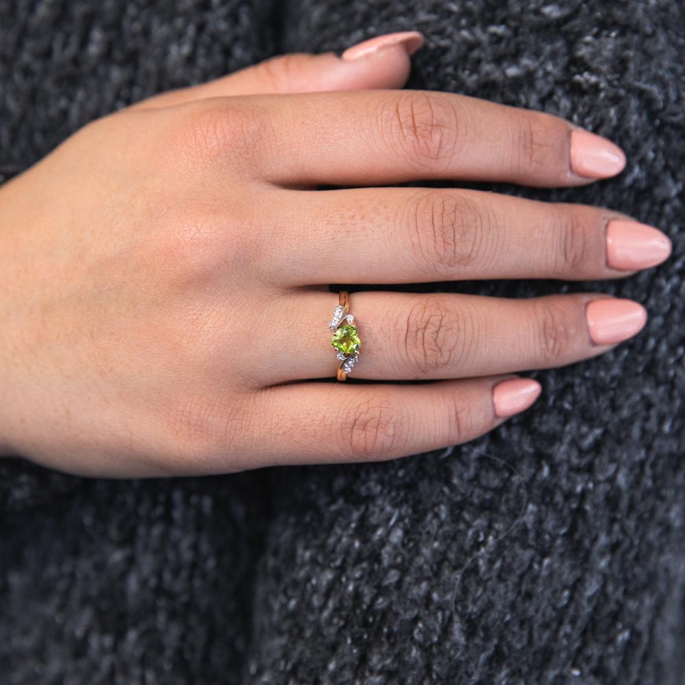 9ct Yellow Gold Peridot and Diamond Heart Ring