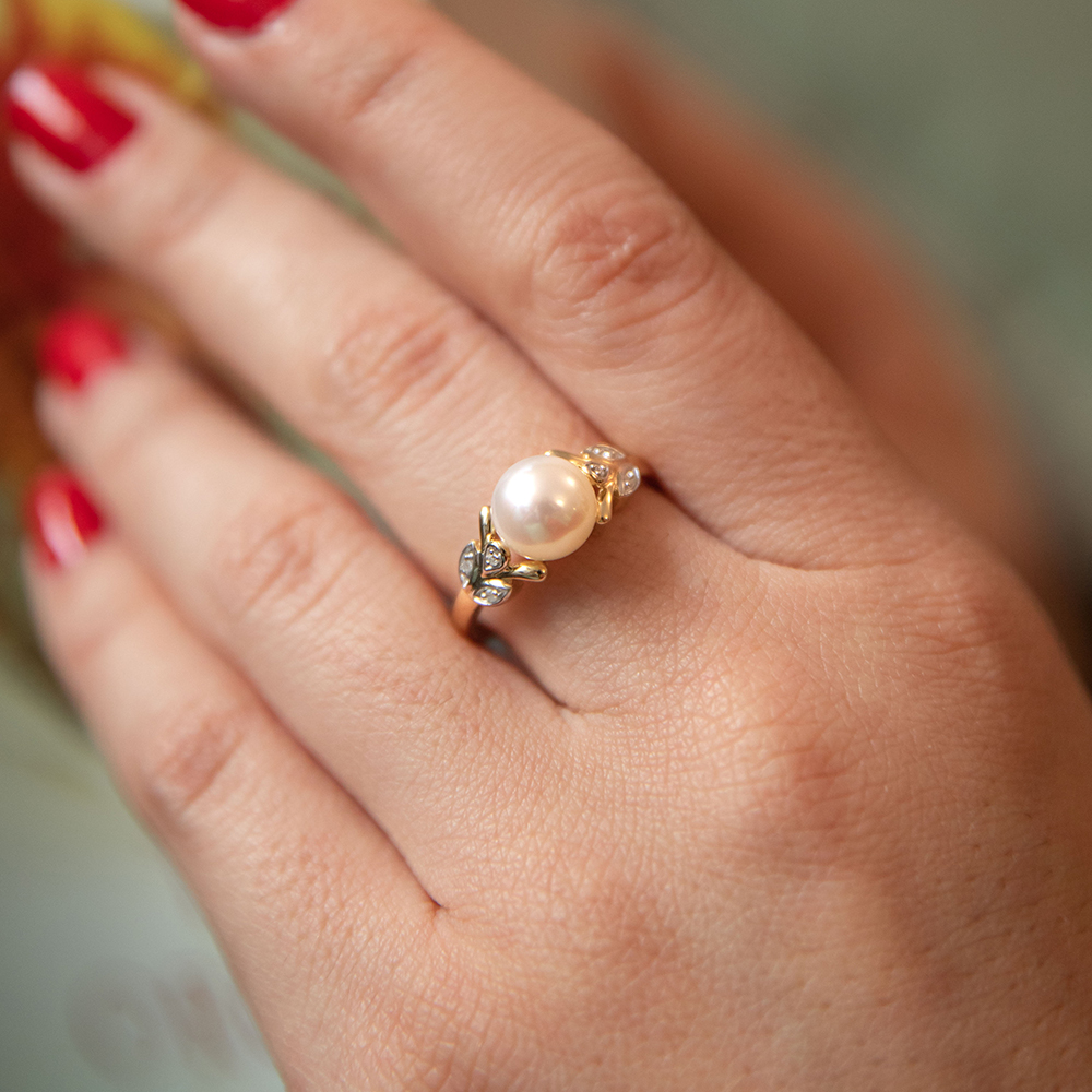 9ct Yellow Gold Freshwater Pearl and Leaf Pattern Diamond Ring