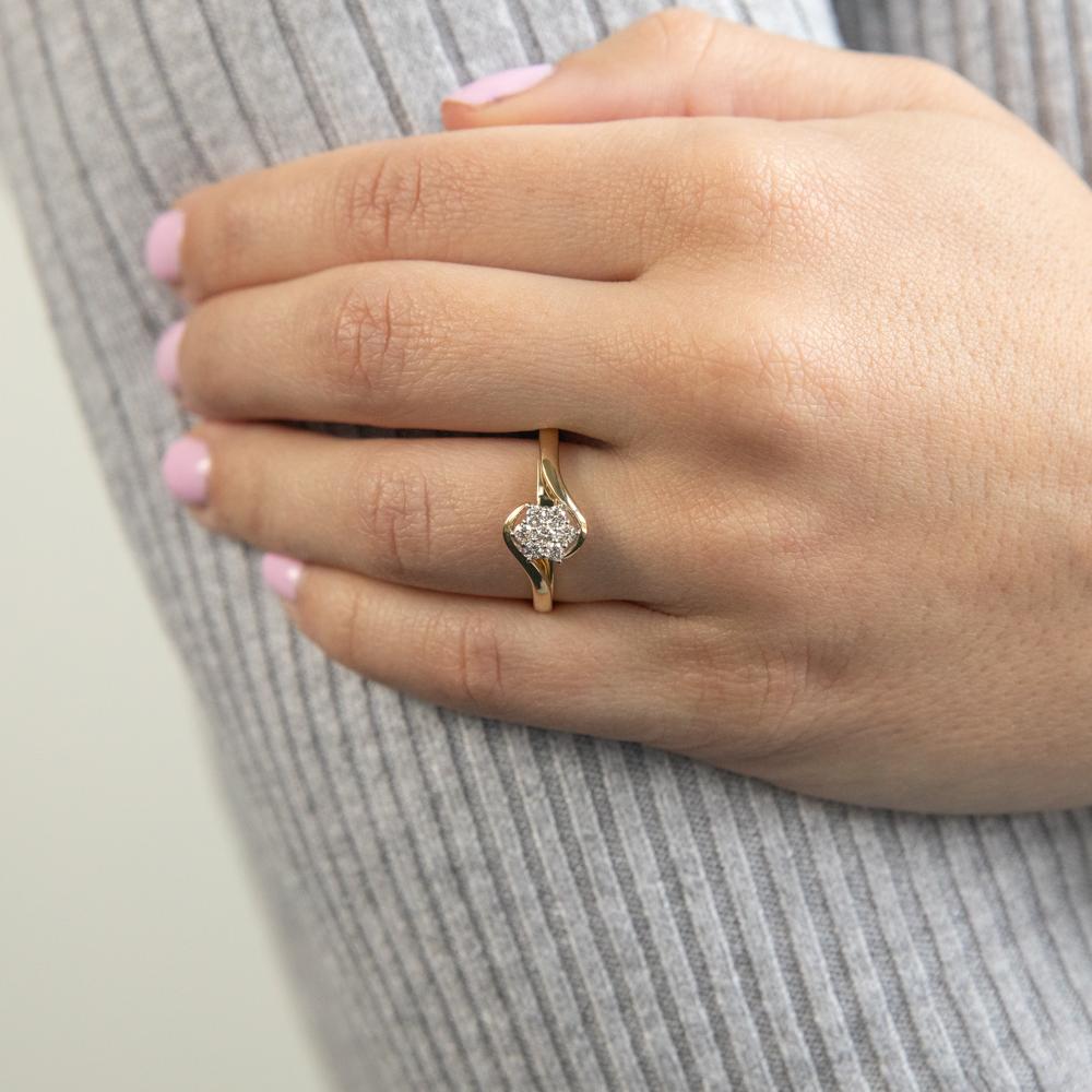 9ct Yellow Gold Diamond Luxurious Ring