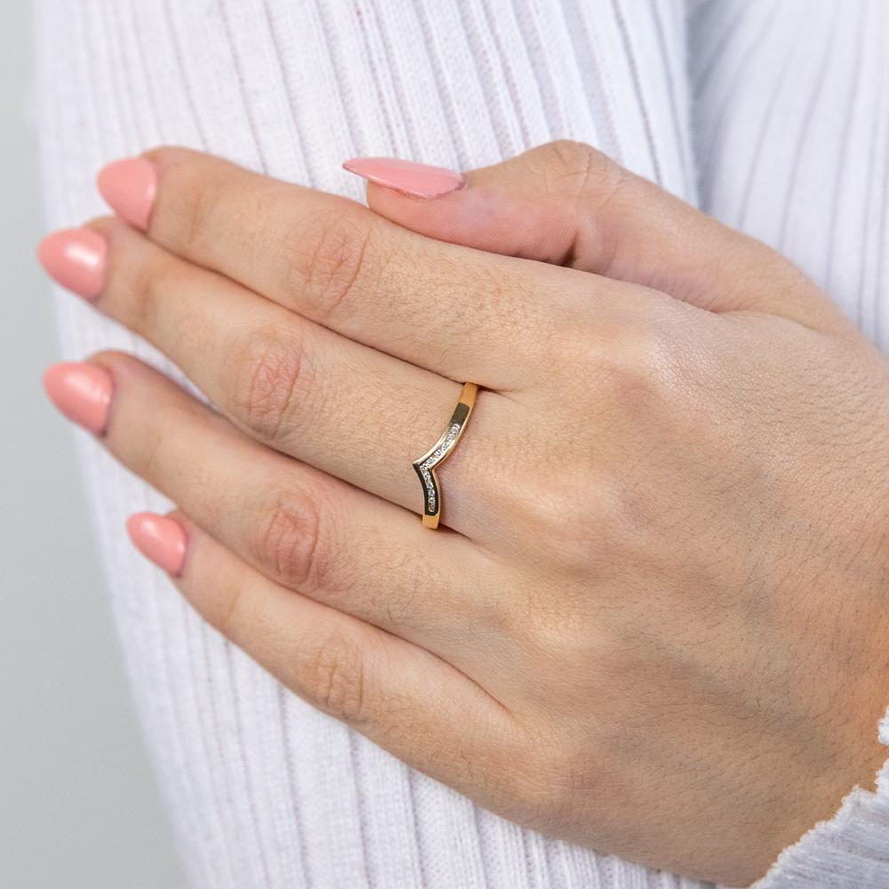 9ct Yellow Gold Diamond Ring Set with 11 Brilliant Diamonds