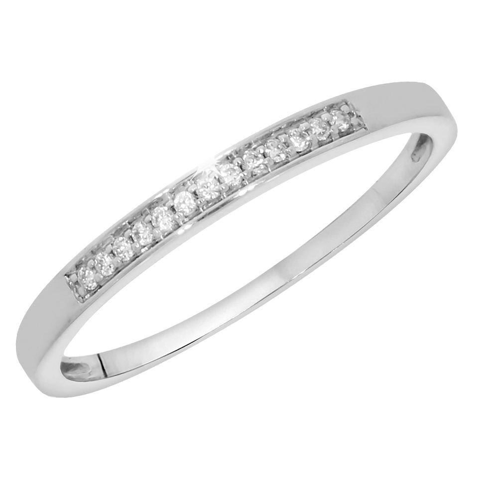 9ct White Gold Ring with 13 Diamonds